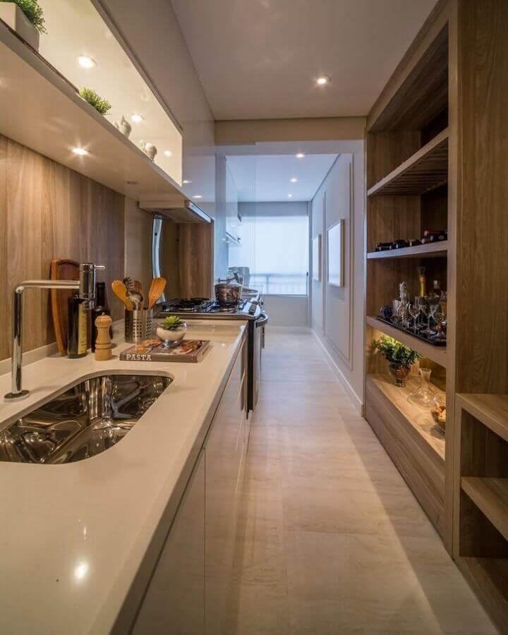 cozinha pequena planejada na cor creme Foto Chris Silveira Arquiteta