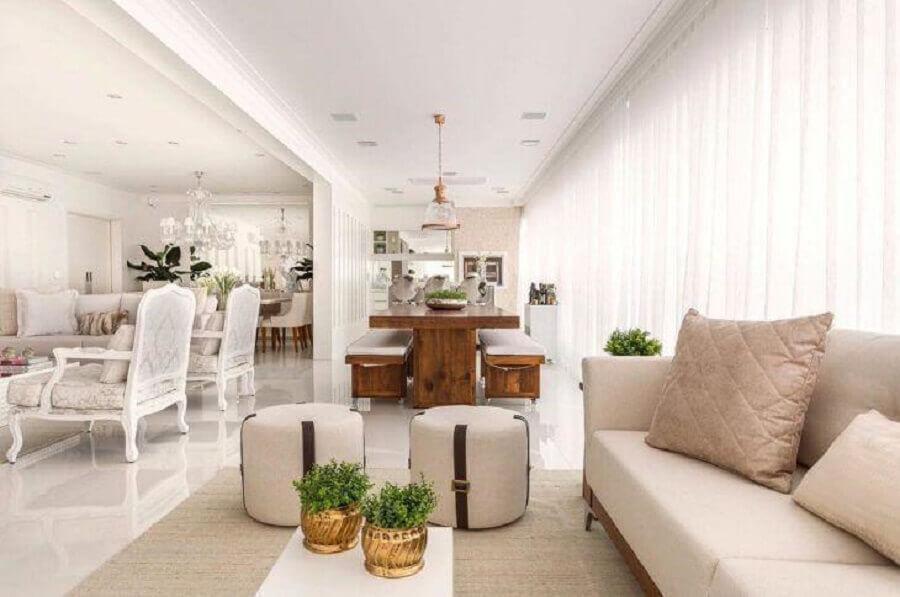 decoração clássica para casa branca com sofá cor creme Foto Monise Rosa