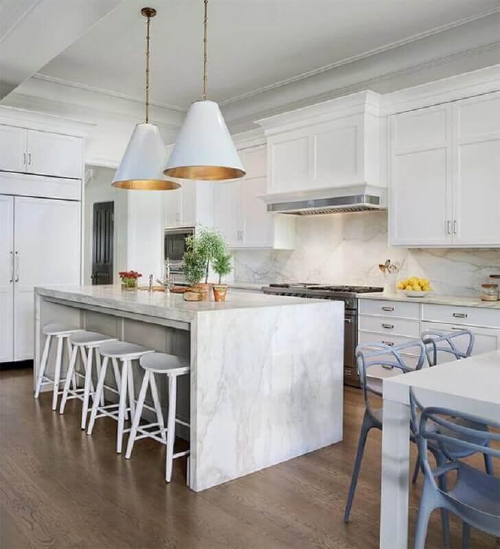 decoração clean para cozinha completa com ilha de mármore Foto limaonagua