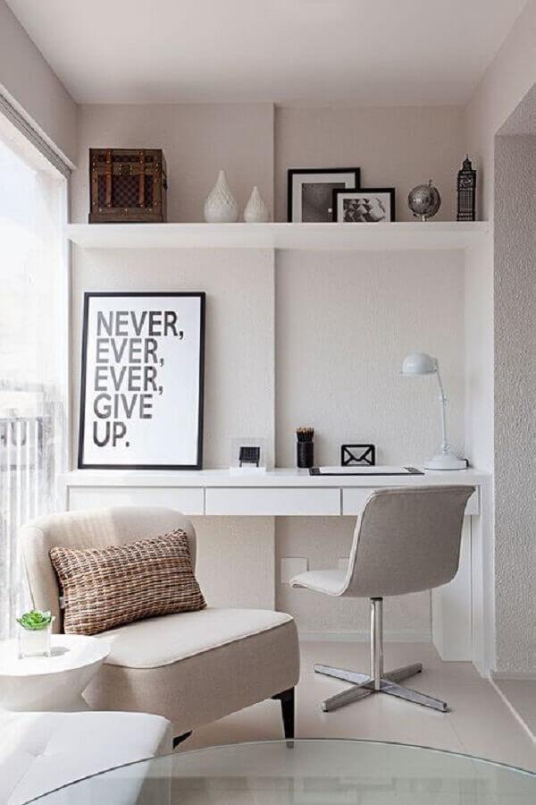 decoração clean para home office com cadeira de escritório sem braço branca Foto Casa de Valentina