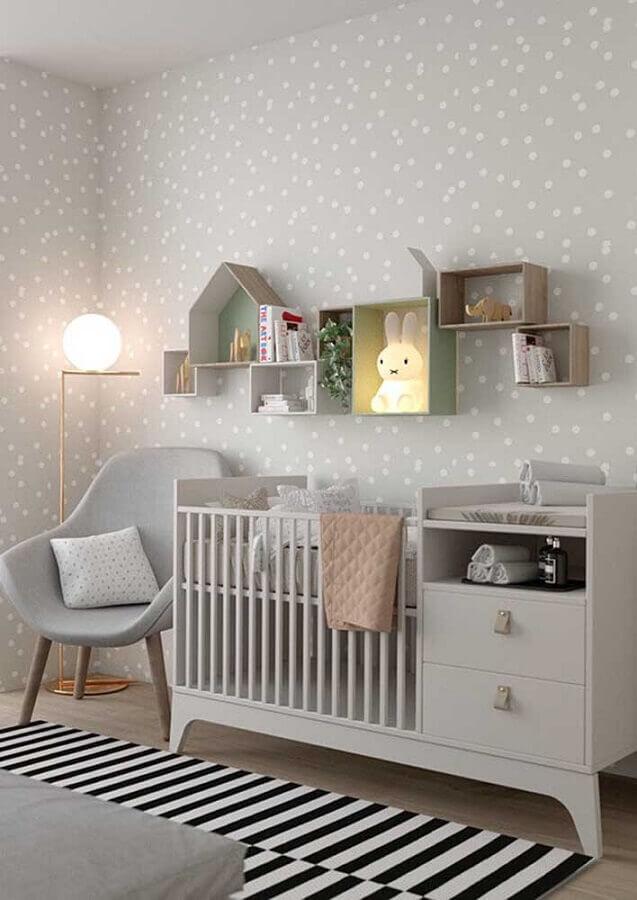 decoração clean para quarto de bebê simples e bonito com papel de parede de bolinhas Foto Pinterest