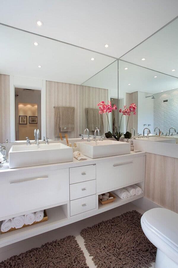 decoração com jogo de tapete para banheiro planejado todo branco Foto Construindo Minha Casa Clean