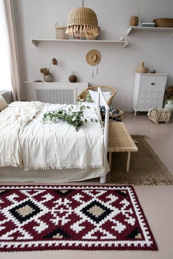 decoração com tapete de crochê para quarto de casal todo branco Foto BelkinHome