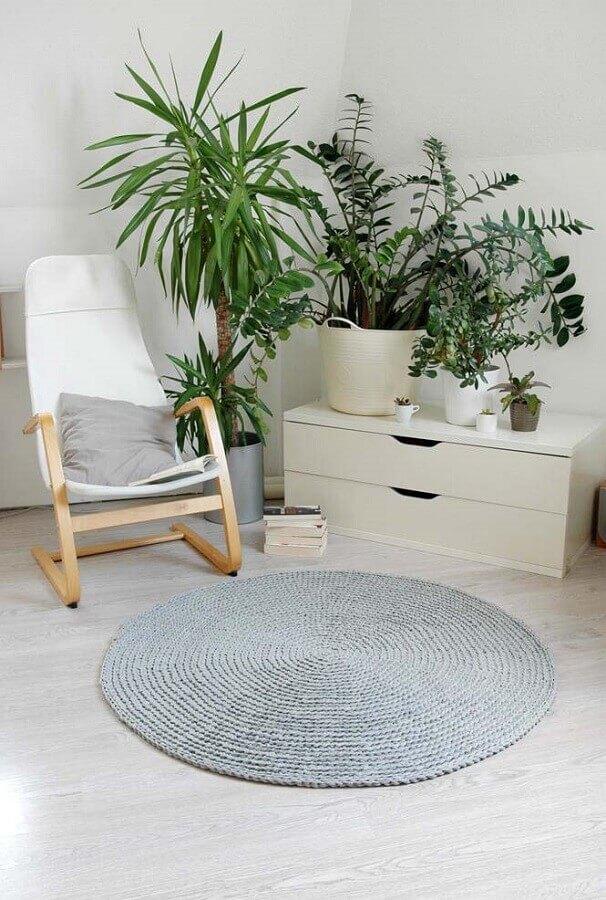 decoração com tapete de crochê redondo cinza Foto Etsy