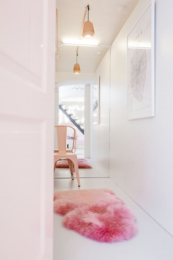 decoração com tapete felpudo cor de rosa Foto Frenchy Fancy