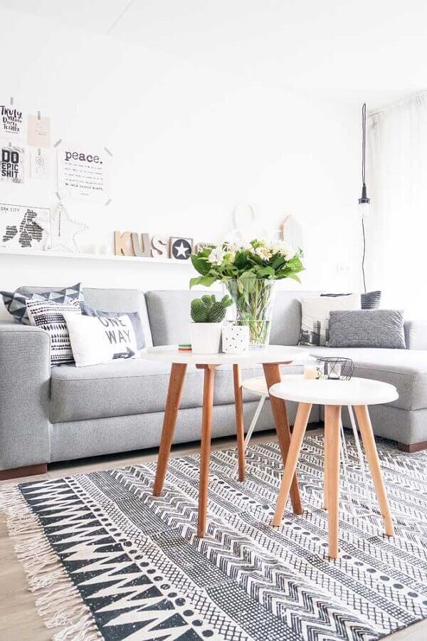 decoração com tapete para sala cinza e branca Foto We Love It