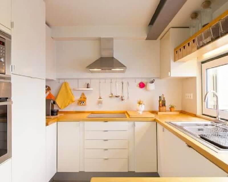 decoração cozinha completa em U branca e amarela Foto CoachDecor