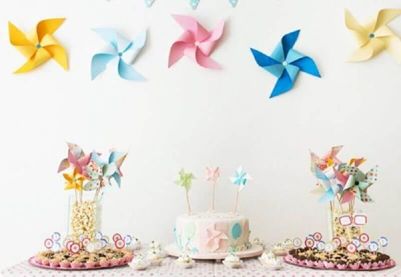 decoração de festa de aniversário infantil simples com tema catavento Foto Pinterest