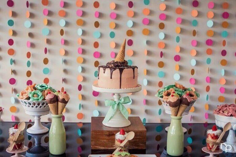 decoração de festa infantil simples com tema sorvete Foto Tudo Ela