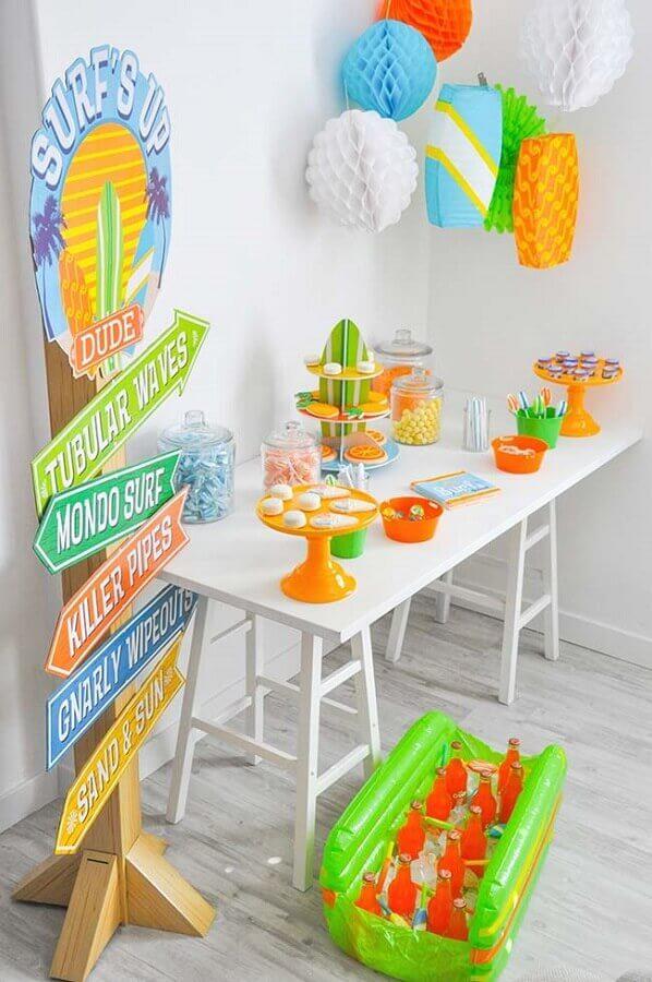 decoração de festa infantil simples com tema surf Foto Pinterest