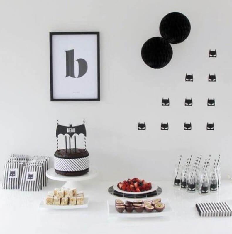 decoração de festa infantil simples e barata com tema Batman Foto A Minha Festinha