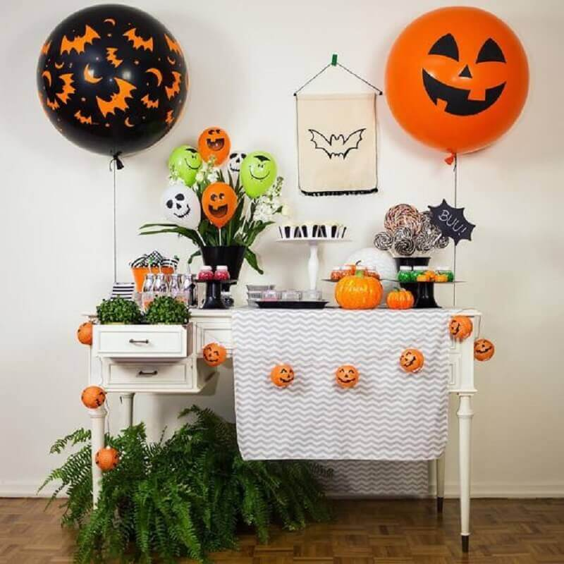 Halloween decoration as a Pinterest Photo messenger theme