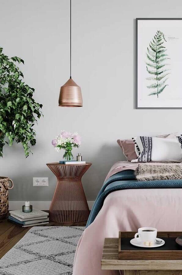 decoração de quarto de solteiro feminino com criado mudo e pendente cobre Foto Pinterest
