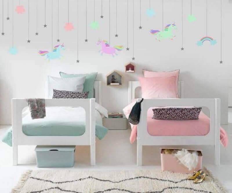 decoração de quarto de unicórnio simples azul e rosa Foto Dcore Você