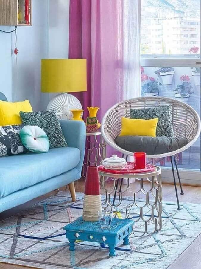 decoração de sala colorida com abajur diferente com cúpula amarela Foto Pinterest