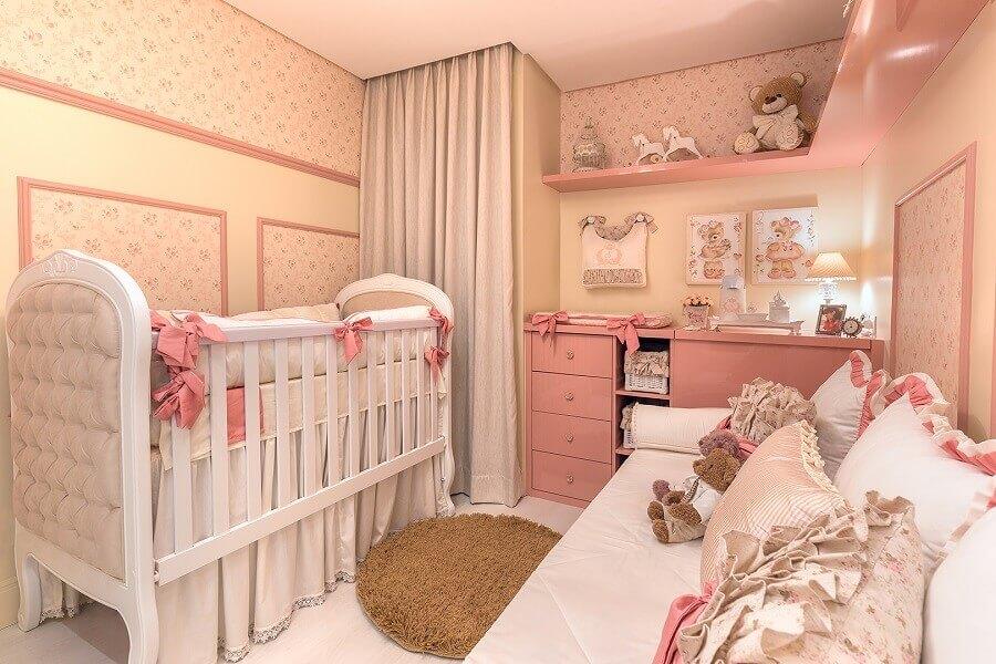 decoração delicada com papel de parede floral para quarto de bebê planejado Foto Elizza Valente