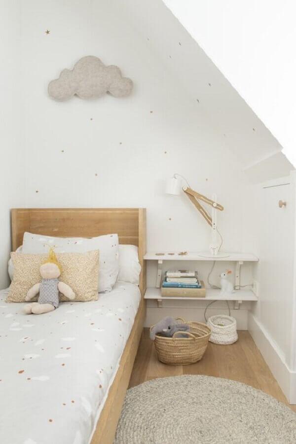 decoração delicada com tapete de crochê para quarto infantil todo branco Foto Petit & Small