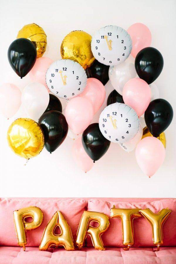 decoração festa infantil simples com balões diferentes Foto Brit+Co