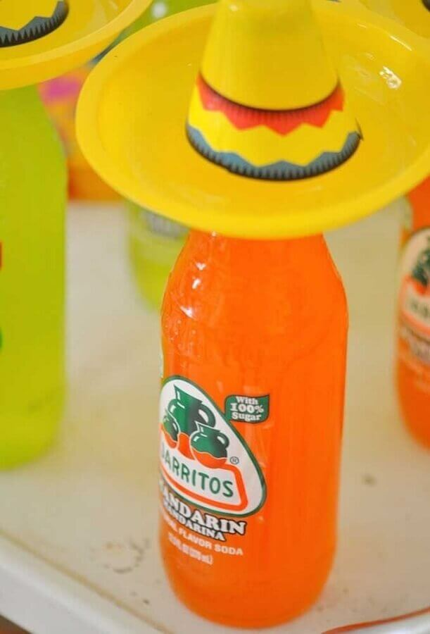 Mexican party decoration with personalized bottles Foto Kara's Party Ideas
