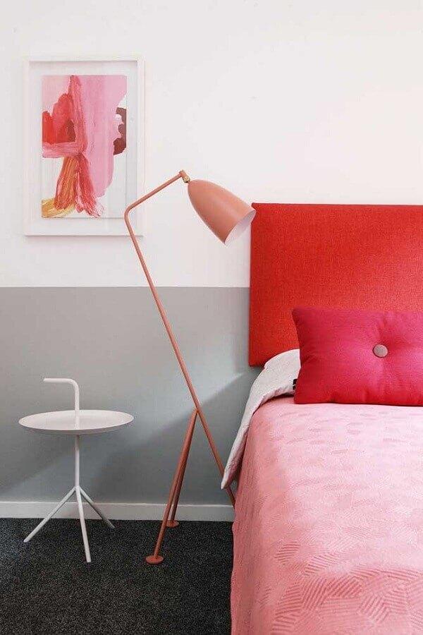 decoração minimalista para quarto com abajur rosa de chão Foto Ideias Decor