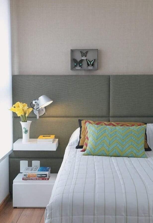 decoração moderna com cabeceira casal cinza estofada Foto Pinterest