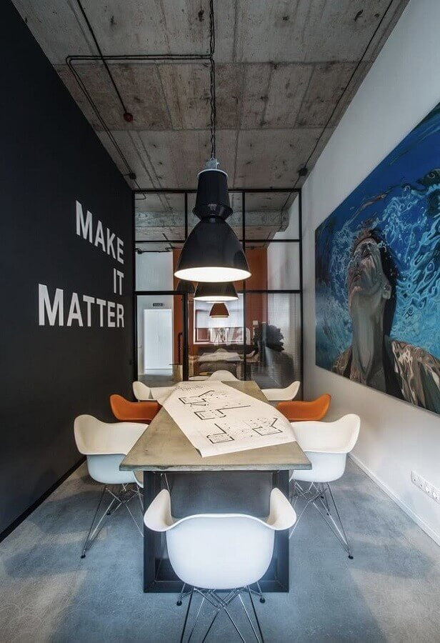 decoração moderna para sala de reunião com cadeira de escritório fixa Foto Apartment Therapy
