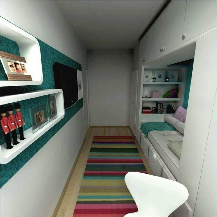 decoração quarto de solteiro feminino pequeno com tapete listrado Foto limaonagua