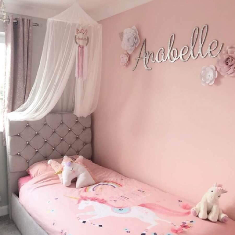 decoração quarto unicórnio cinza e rosa Foto The Egan Home