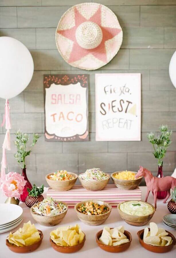 rustic decoration for simple Mexican party Foto Kara's Party Ideas