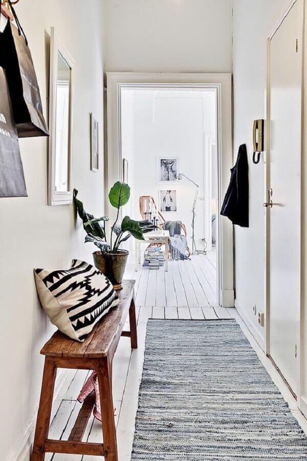 decoração simples com tapete passadeira cinza Foto Futurist Architecture