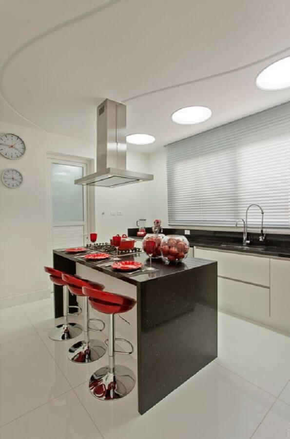 decoração simples para cozinha completa com ilha Foto Decor Salteado