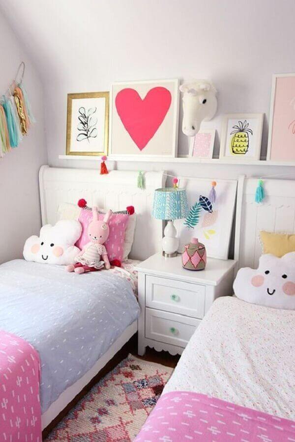 decoração simples para quarto unicórnio com duas camas Foto Baba Souk