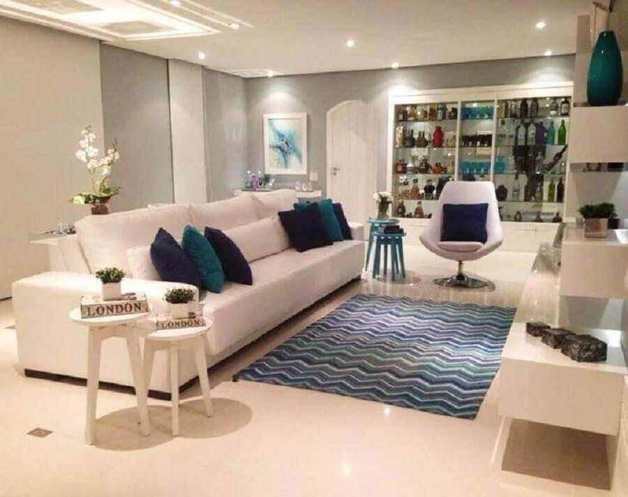 decoração sofisticada para sala azul e branca Foto Monique Rosa