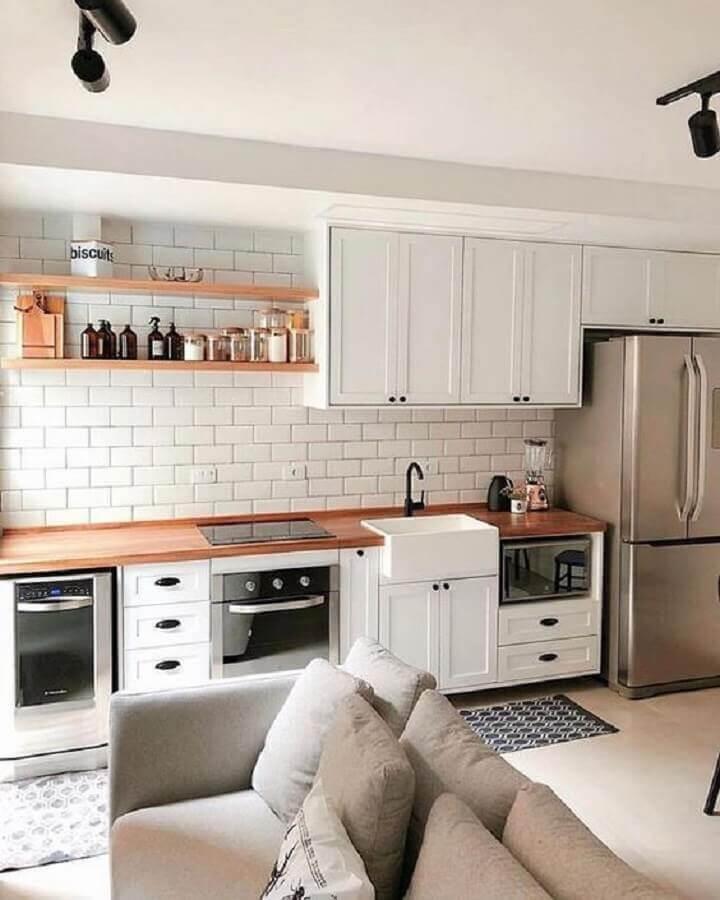 decoraçao clássica para cozinha completa branca com bancada de madeira Foto Etsy