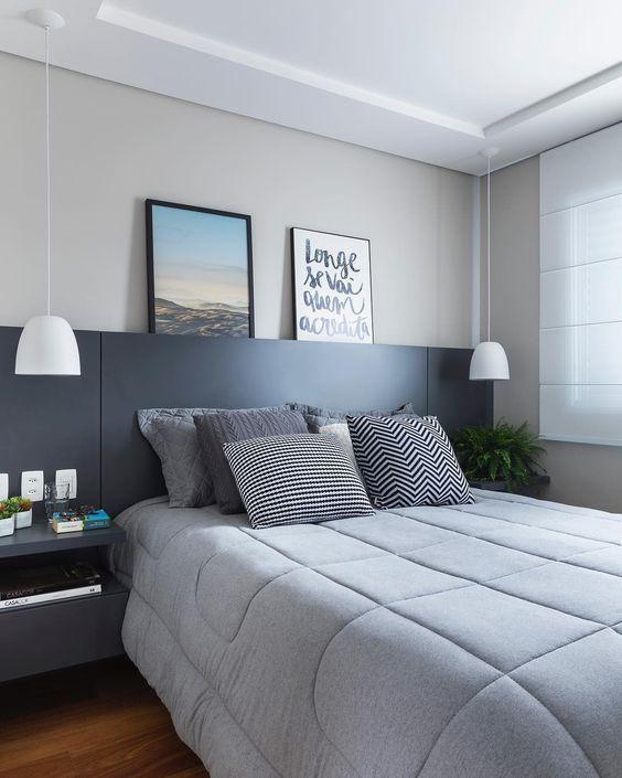 Quarto com cama box casal e móveis em tons neutros