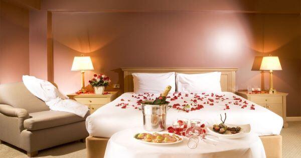 Quarto moderno com decoração romântica