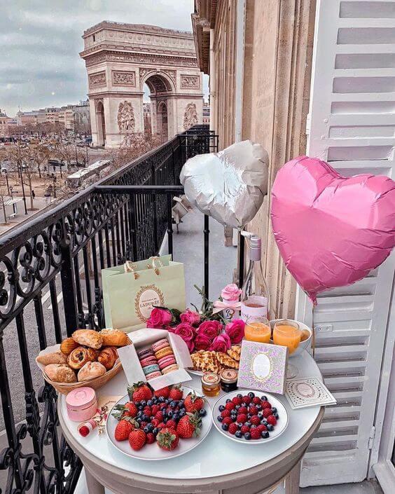 Decoração romântica de café da manhã