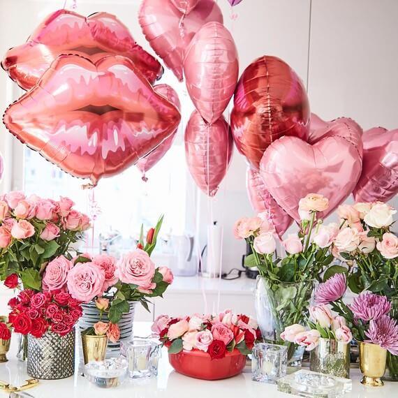 Balões para compor decoração romântica