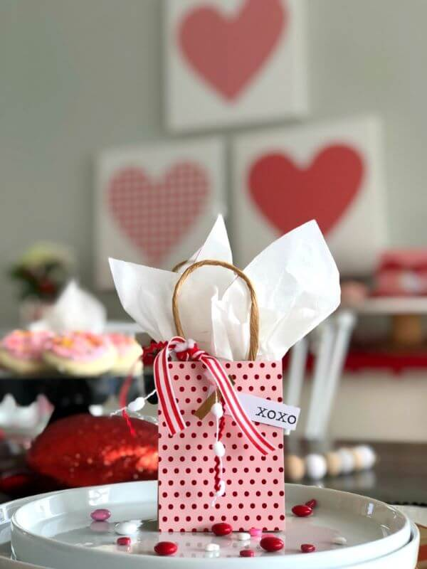 O presente também pode fazer parte da decoração romântica