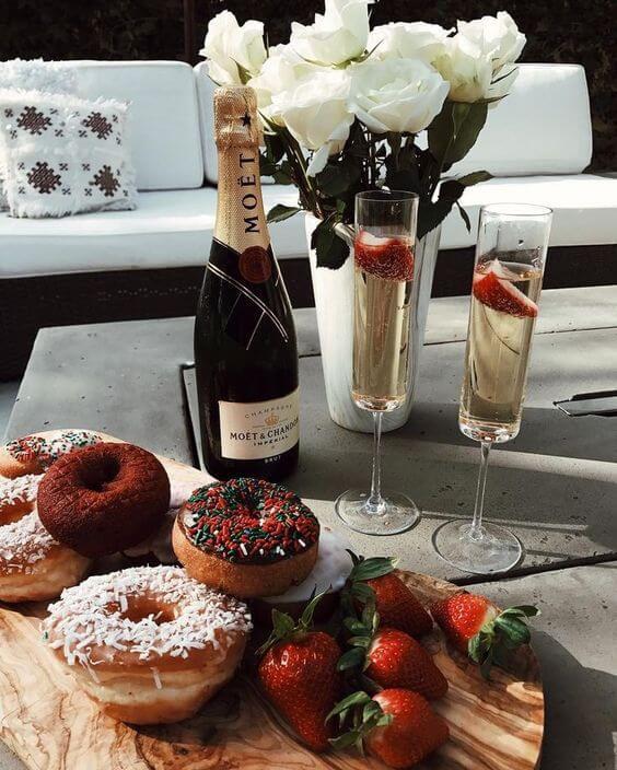 Decoração romântica para café da manhã