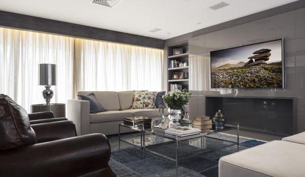 Sala moderna com detalhes cinza