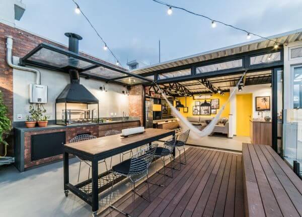 Terraço com churrasqueira moderna