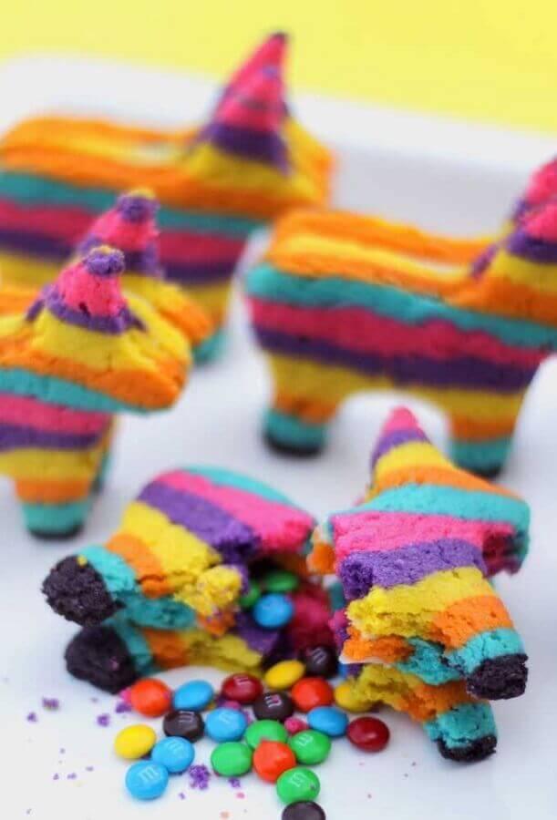 doces em formato de pinhata para festa mexicana Foto Pinterest