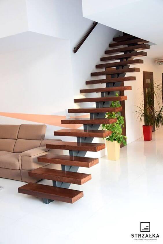 Escolha o melhor formato de escada vazada para seu projeto