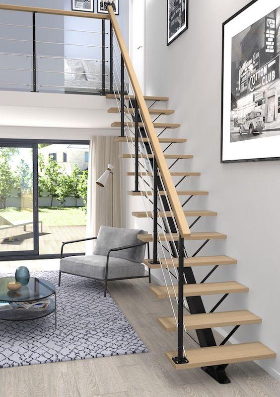 Escada vazada pequena para sala de estar moderna