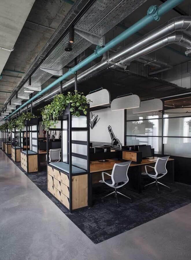 estação de trabalho decorada com cadeira de escritório ergonômica Foto Pinterest
