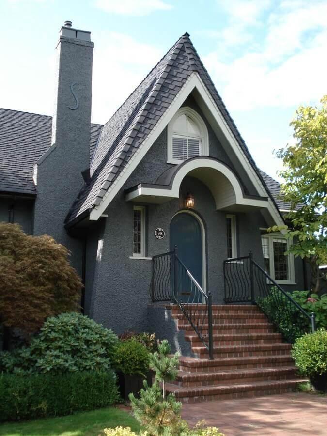 fachada cinza chumbo para casa com arquitetura clássica Foto Transforme Sua Casa