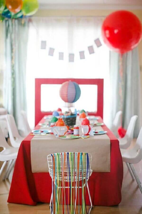 festa infantil simples vermelha com detalhes coloridos Foto 100 Layer Cakelet