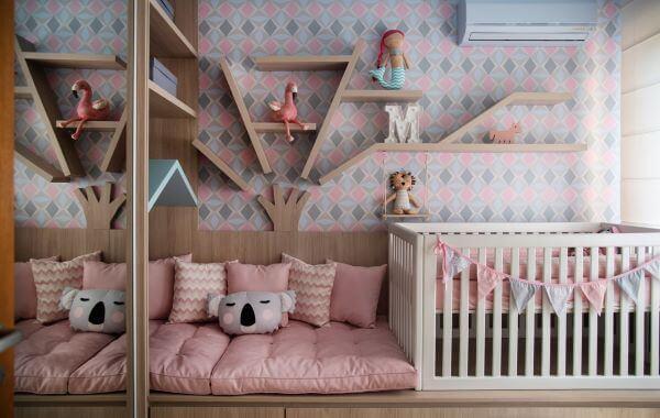 Guarda roupa infantil espelhado no quarto moderno