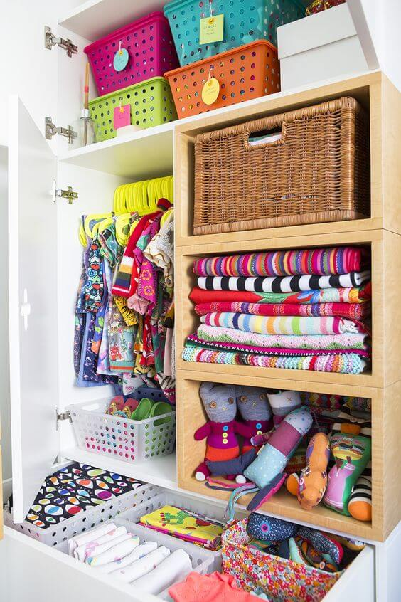Aprenda como organizar guarda roupa infantil